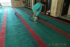 cuci-karpet-masjid-jami-darul-hikmah-09
