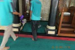 cuci-karpet-masjid-jami-darul-hikmah-10