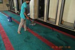 cuci-karpet-masjid-jami-darul-hikmah-11