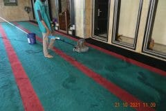 cuci-karpet-masjid-jami-darul-hikmah-12