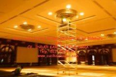 cuci-lampu-kristal-birawa-ballroom-16