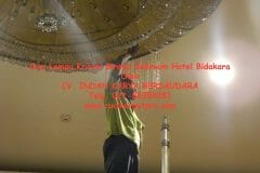 cuci-lampu-kristal-birawa-ballroom-24