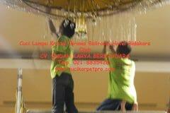 cuci-lampu-kristal-birawa-ballroom-40
