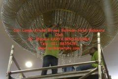cuci-lampu-kristal-birawa-ballroom-52