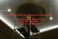 cuci-lampu-kristal-birawa-ballroom-54
