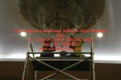 cuci-lampu-kristal-birawa-ballroom-56