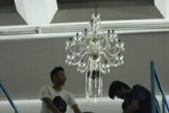 cuci-lampu-kristal-hari-kedua-andrawina-ballroom-gedung-antam-09