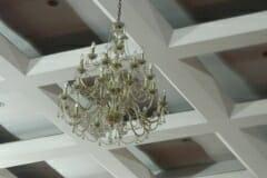cuci-lampu-kristal-hari-kedua-andrawina-ballroom-gedung-antam-11