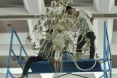 cuci-lampu-kristal-hari-keempat-andrawina-ballroom-gedung-antam-09