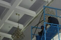 cuci-lampu-kristal-andrawina-ballroom-gedung-antam-08
