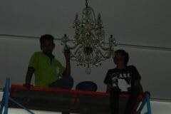 cuci-lampu-kristal-andrawina-ballroom-gedung-antam-hari-1-06