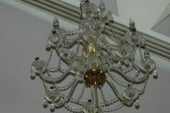 cuci-lampu-kristal-andrawina-ballroom-gedung-antam-hari-1-15
