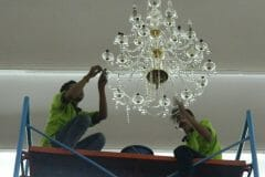 cuci-lampu-kristal-andrawina-ballroom-gedung-antam-hari-1-18