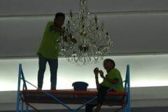 cuci-lampu-kristal-andrawina-ballroom-gedung-antam-hari-1-22