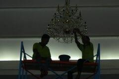 cuci-lampu-kristal-andrawina-ballroom-gedung-antam-hari-1-23