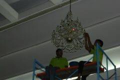 cuci-lampu-kristal-andrawina-ballroom-gedung-antam-hari-1-24
