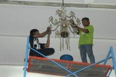 cuci-lampu-kristal-andrawina-ballroom-gedung-antam-hari-1-28