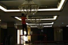 cuci-lampu-kristal-gedung-graha-dirgantara-halim-42