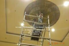 cuci-lampu-kristal-hotel-bidakara-17