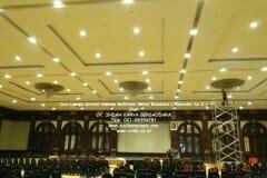 cuci-lampu-kristal-hotel-bidakara-27