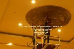 cuci-lampu-kristal-hotel-bidakara-39