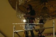 cuci-lampu-kristal-hotel-bidakara-46