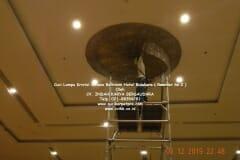 cuci-lampu-kristal-hotel-bidakara-49