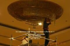cuci-lampu-kristal-hotel-bidakara-58