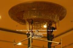 cuci-lampu-kristal-hotel-bidakara-61