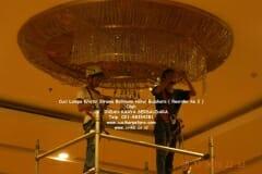 cuci-lampu-kristal-hotel-bidakara-62