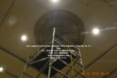 cuci-lampu-kristal-hotel-bidakara-67