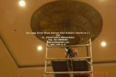 cuci-lampu-kristal-hotel-bidakara-68
