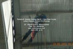 jasa-rope-access-pembersih-sawang-sawang-pabrik-08