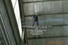 jasa-rope-access-pembersih-sawang-sawang-pabrik-11
