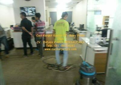 cuci-karpet-kantor-pt-roxy-prima-11