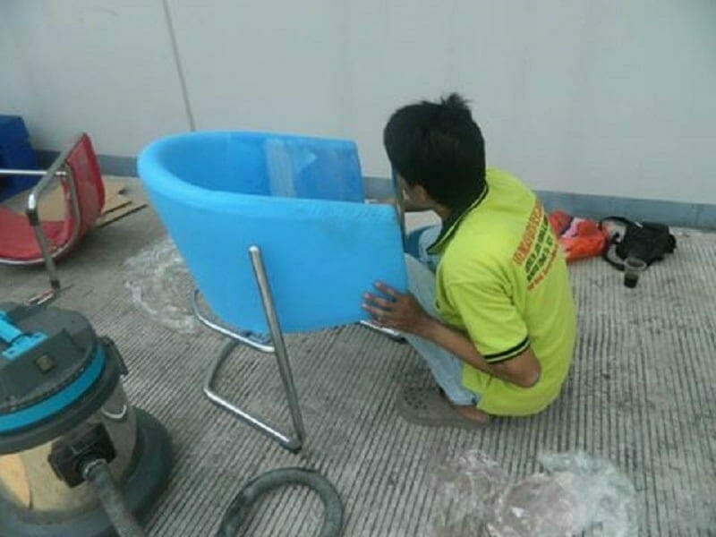 Cuci kursi kantor PT Plasess Ind | Jasa Cuci Kursi Kantor