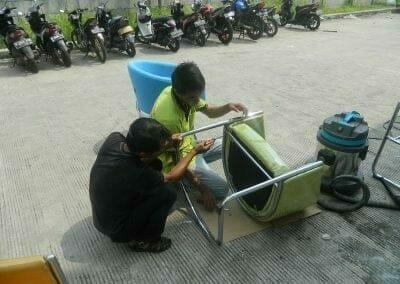 cuci-kursi-kantor-pt-plasess-indonesia-03