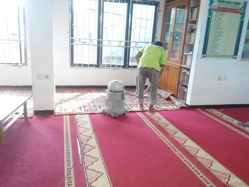 cuci-karpet-masjid-al-mujahidin-05