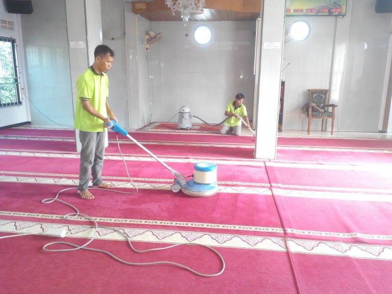 cuci-karpet-masjid-al-mujahidin-08