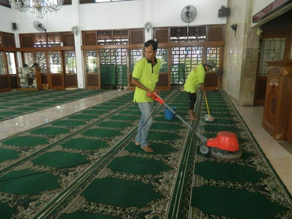 cuci-karpet-masjid-baitul-amaal-10