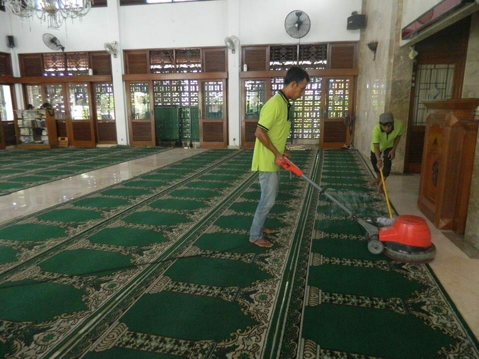 cuci-karpet-masjid-baitul-amaal-11