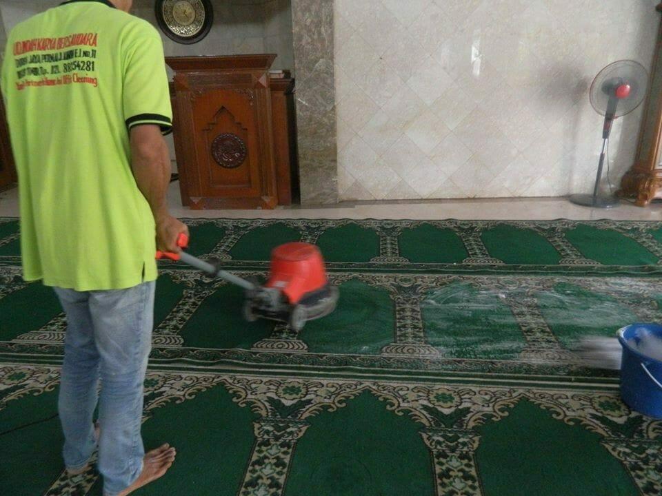 cuci-karpet-masjid-baitul-amaal-12