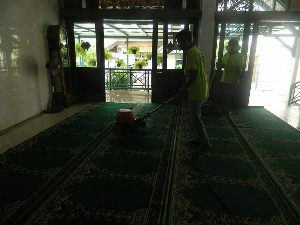 cuci-karpet-masjid-baitul-amaal-13