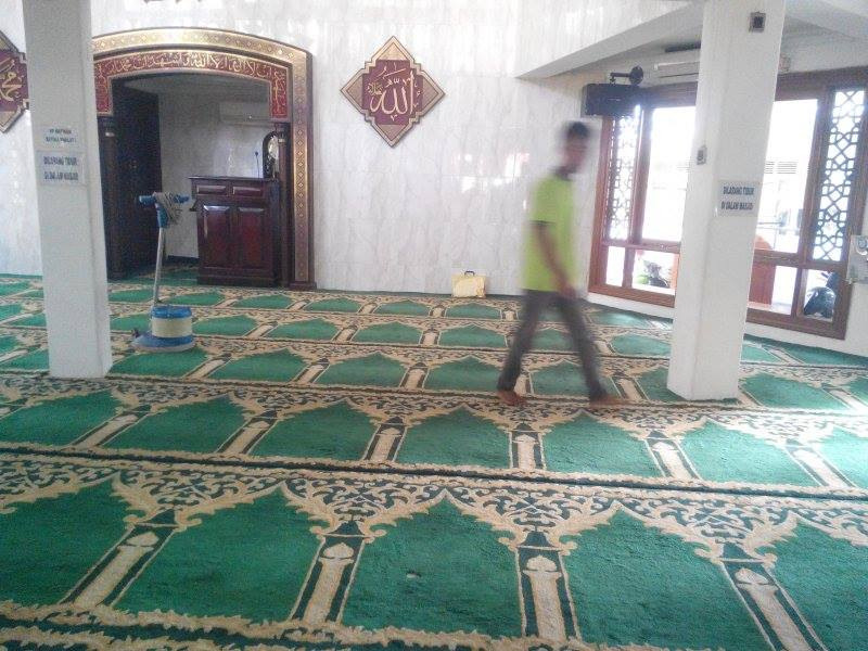 cuci-karpet-masjid-jami-al-huda-01