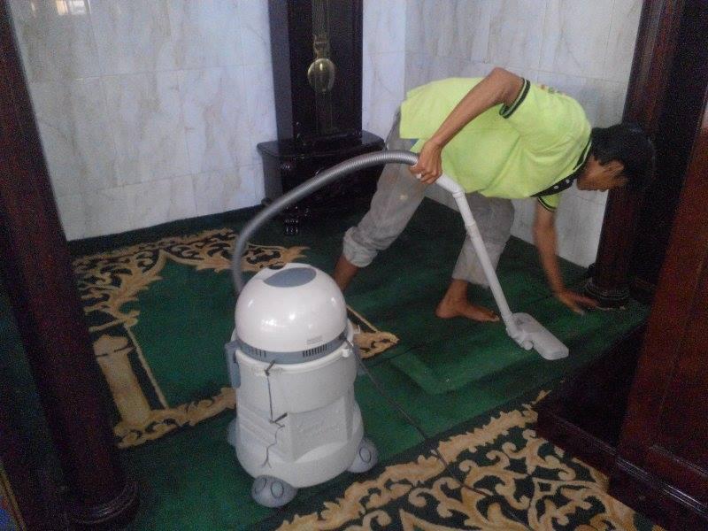 cuci-karpet-masjid-jami-al-huda-04