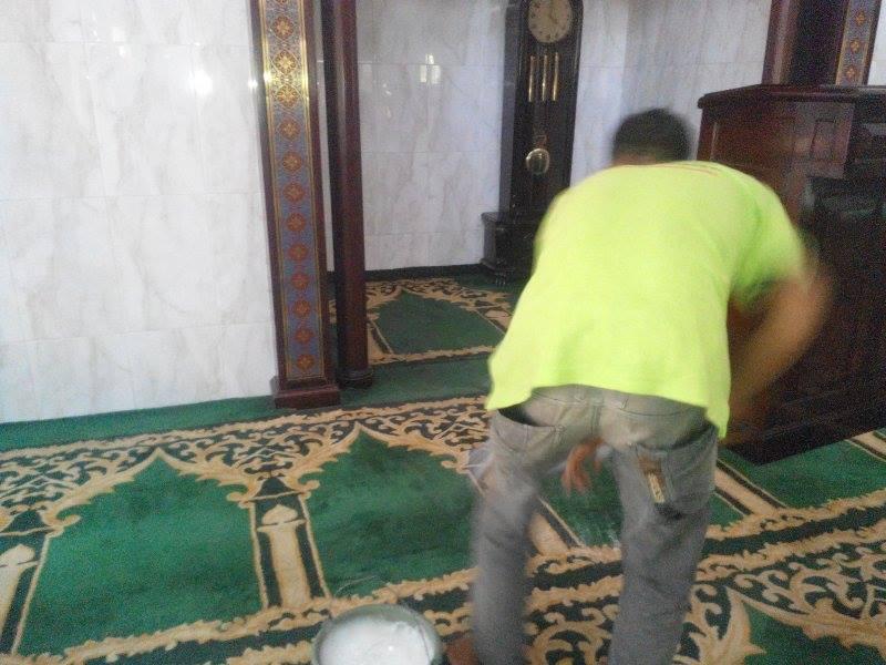 cuci-karpet-masjid-jami-al-huda-05