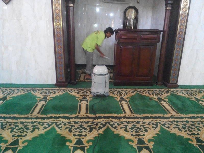 cuci-karpet-masjid-jami-al-huda-07