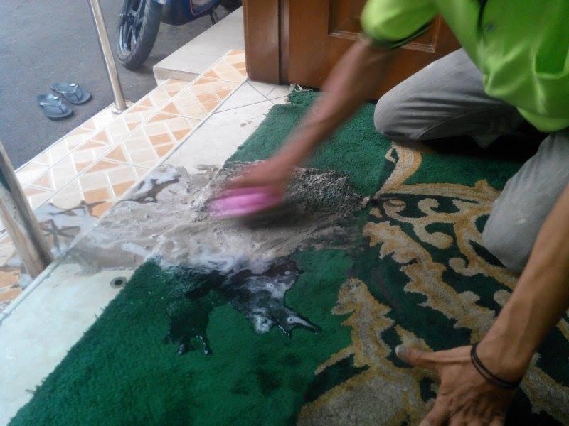cuci-karpet-masjid-jami-al-huda-09