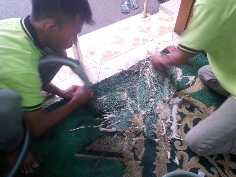 cuci-karpet-masjid-jami-al-huda-10