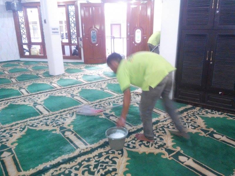 cuci-karpet-masjid-jami-al-huda-11